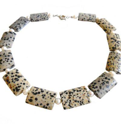 Handgefertigtes Dalmatinerjaspis Collier mit Süsswasserperlen - Einzelstück Schmuck