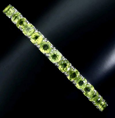 Vergoldeter Peridot Armreif grün Weißgold Einzelstück Schmuck
